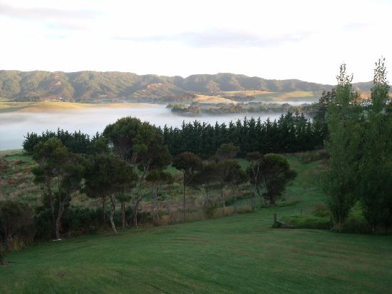 Mill Ridge Secluded Cottages: Early one summers morning