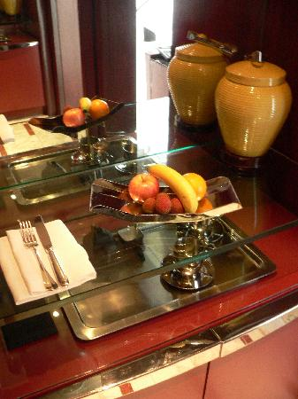 Grand Hyatt Shanghai: Fresh fruits in room
