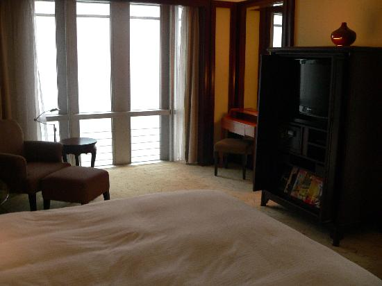Grand Hyatt Shanghai: Another view of the room