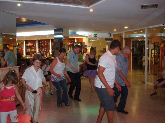 Port Vista Oro: bailando en el hotel