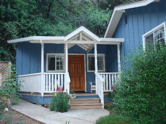 The Cottages at La Honda Park: Pool house cottage, very spacious despite looking small