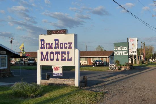 Rim Rock Motel: From the highway