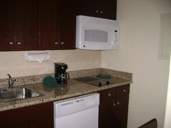 Homewood Suites by Hilton McAllen: room kitchen