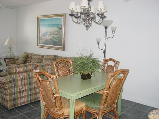 Holiday Inn Club Vacations Panama City Beach Resort: Dining Table