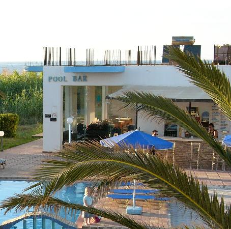 Anthi Apartments: The Pool Bar