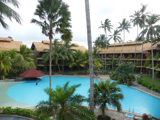 Royal Palms Beach Hotel: pool and hotel other side