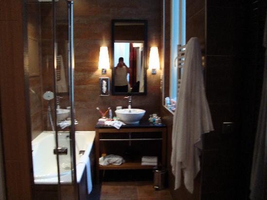 Hotel Le Six: Nice Bathroom