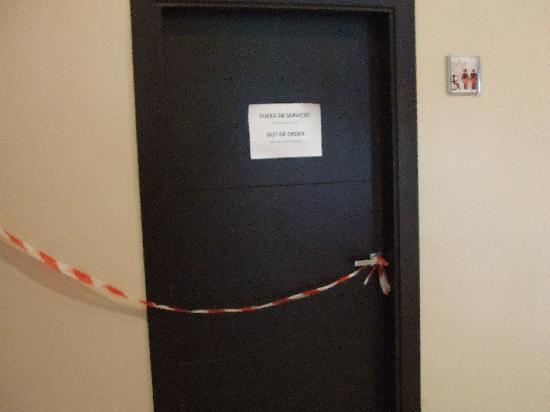 Holiday Polynesia : Another set of toilets closed off