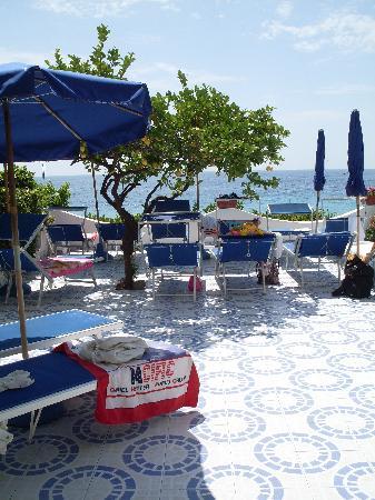 Hotel Casa Rosa: La terrazza sul mare