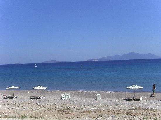 Zeus Hotel: Beach