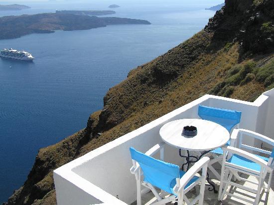 Irini's Villas Resort: View of balcony and sights