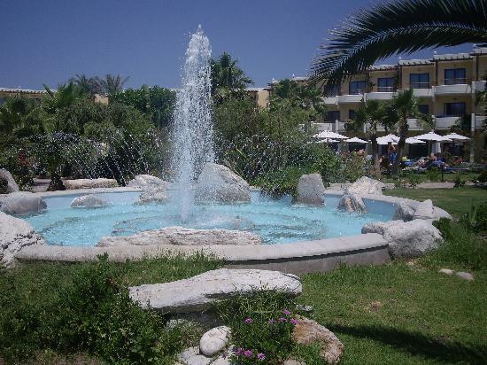 Atrium Palace Thalasso Spa Resort & Villas : Fountain with in gardens