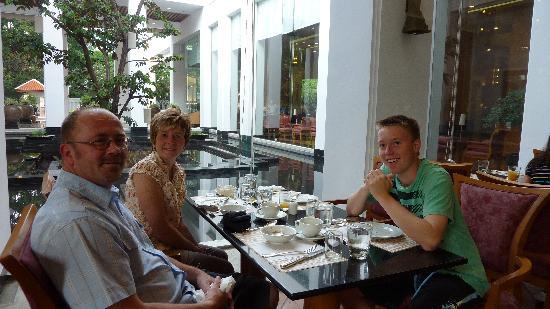 Grande Centre Point Hotel Ploenchit: Breakfast restaurant
