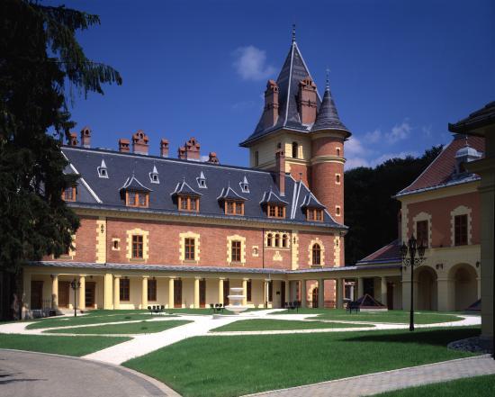 Kastélyhotel Sasvár Resort Mansion Hotel