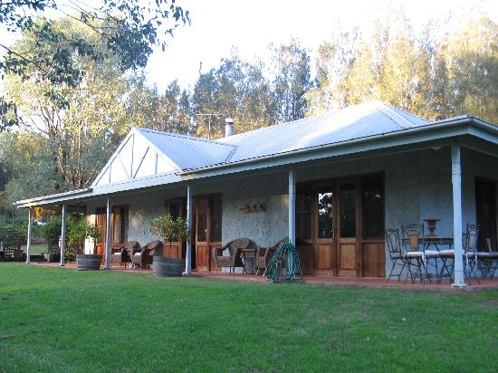 Thistle Hill Guest House: External view of cottage