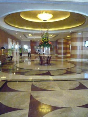 Pan Pacific Manila: hotel lobby