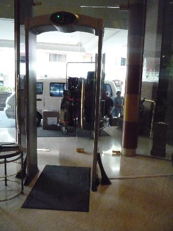 Pan Pacific Manila: security by entrance