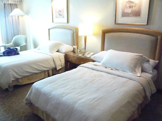 Pan Pacific Manila: standard room - 2 twin beds - actually 2 double beds