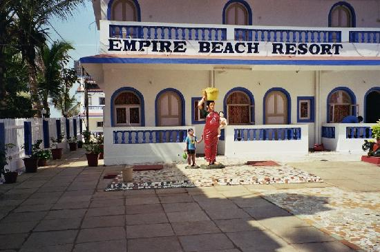 """Empire Beach Resort Hotel: She """"scared"""" me the first couple of days *lol*"""