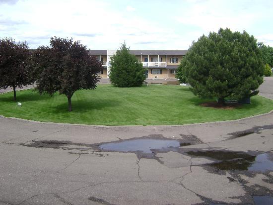 Rodeway Inn Golden Prairie : grounds