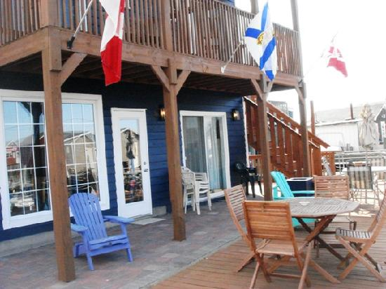 The Inn at Fisherman's Cove: Patio