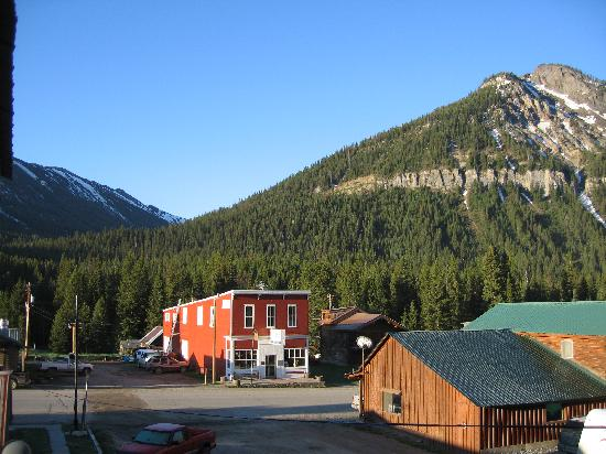Cooke City's Elk Horn Lodge: View from hotel
