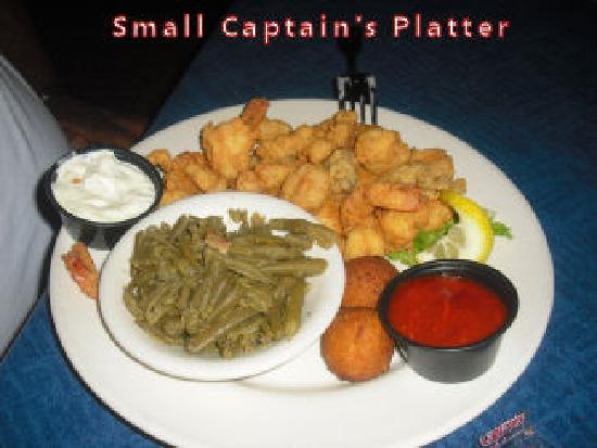 Lang's Marina Restaurant: Small Captains platter ( after a few bites, sorry)