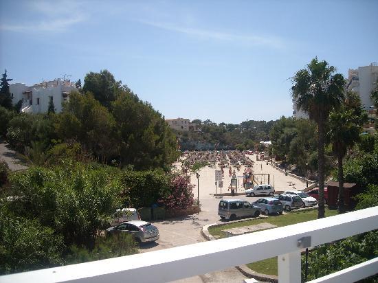 Aparthotel Ferrera Blanca: Beach very close to pool