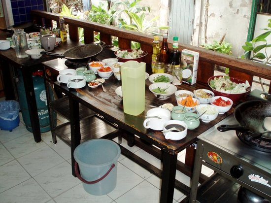 May Kaidee's Cooking School : The open air classroom kitchen