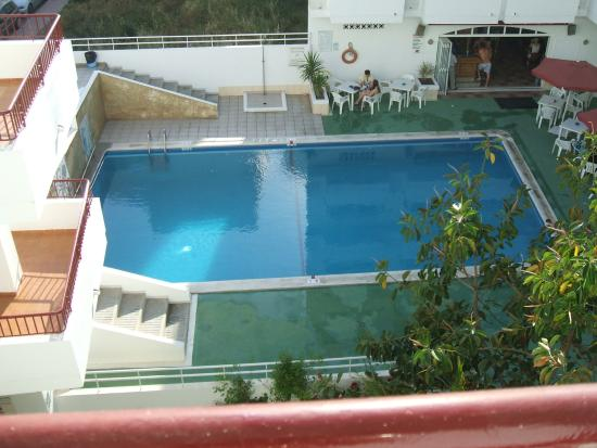 Casita Blanca Apartments : pool view