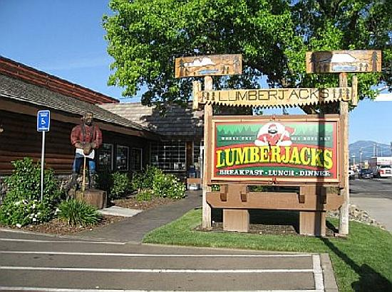 Lumberjack's Restaurant: Lumberjack's pic - from front