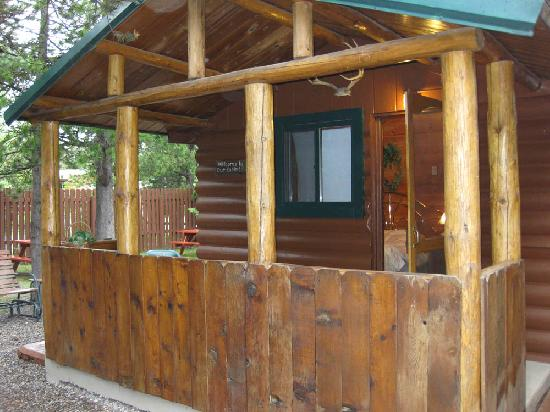 Front picture of rustic wagon rv campground cabins for Yellowstone cabins west yellowstone