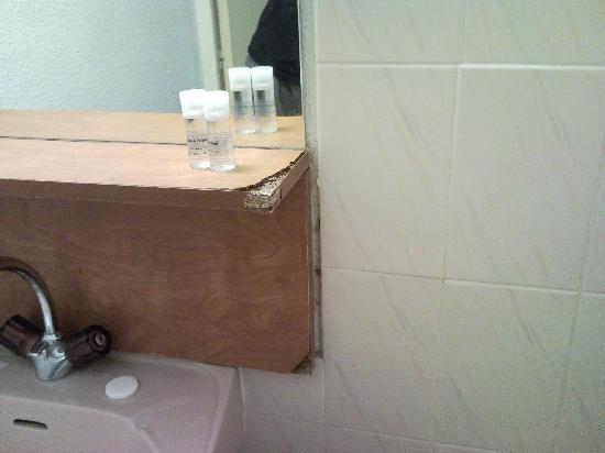 Hotel Le Maritime : le meuble de salle de bain