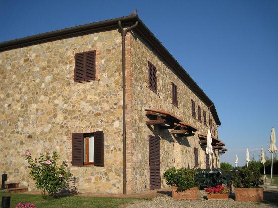 Agriturismo Macinatico 1: Apartments Building