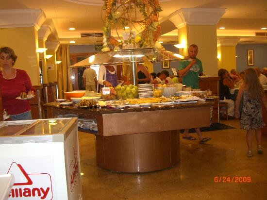 H·TOP Pineda Palace: sweet table