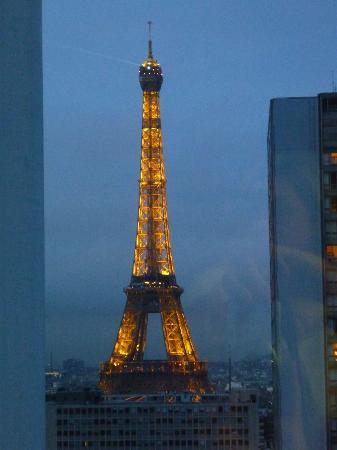 Adagio Paris Tour Eiffel : Blick aus dem Appartement im 22. Stock