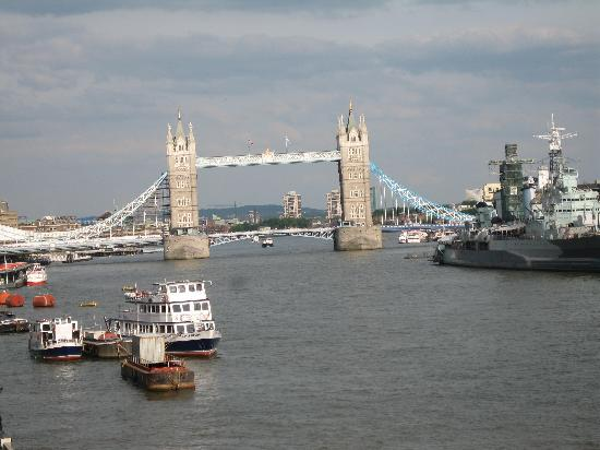 Ibis London City-Shoreditch: tower bridge