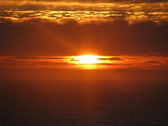 Quirpon Lighthouse Inn: Sun set.