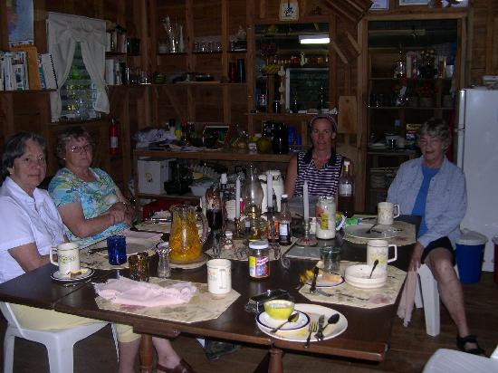 Moonracer Farm Lodging & Tours: After our family-style Breakfast with host Marge