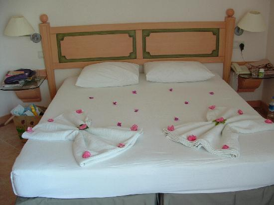 3 S Beach Club: Decorated Bed