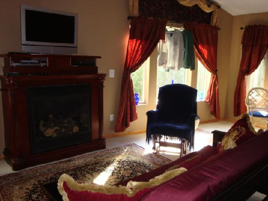 The Mangy Moose Bed & Breakfast: comfy room