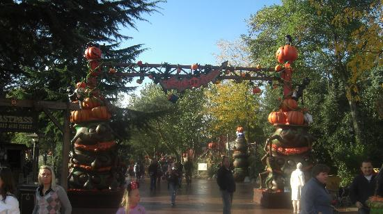 Le Chene Gris: Disney Halloween 4