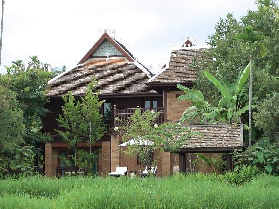 The Dhara Dhevi Chiang Mai : Villas overlooking rice fields