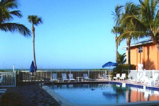 Silver Sands Gulf Beach Resort: Heated beach front pool