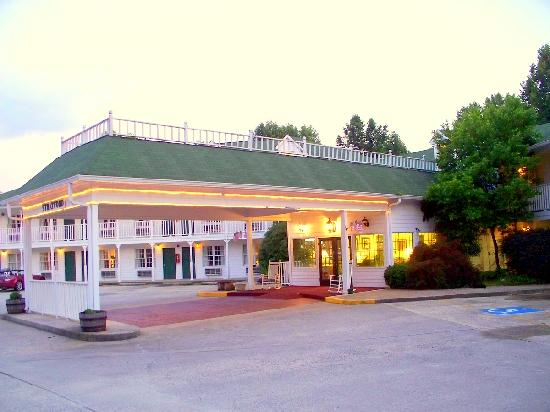 Stratford Motor Inn: Looks like a plantation