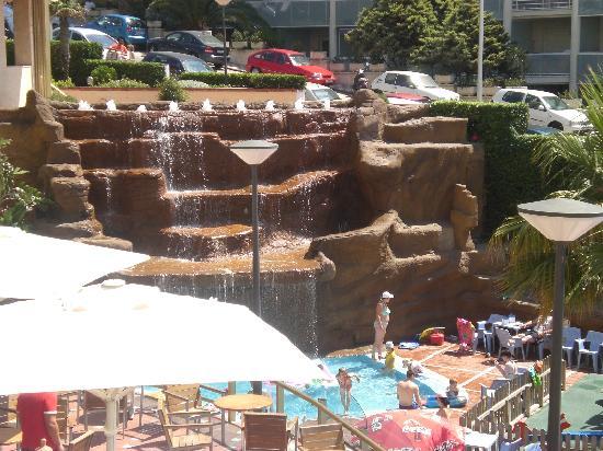 Cala Font Hotel: cascada muy bonita