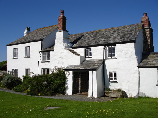 Lower Tresmorn Farm: The main farmhouse at Lower Tresmorn