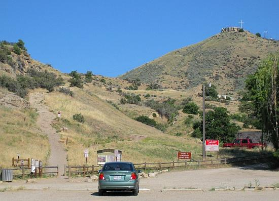 Parking and Table Rock trailhead by Old Idaho Penitentiary