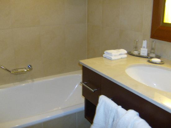 Ghent Marriott Hotel: Bathroom (Room #104)