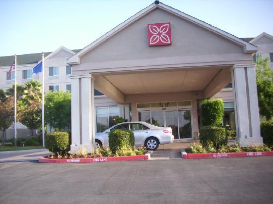 Hilton Garden Inn Gilroy: front